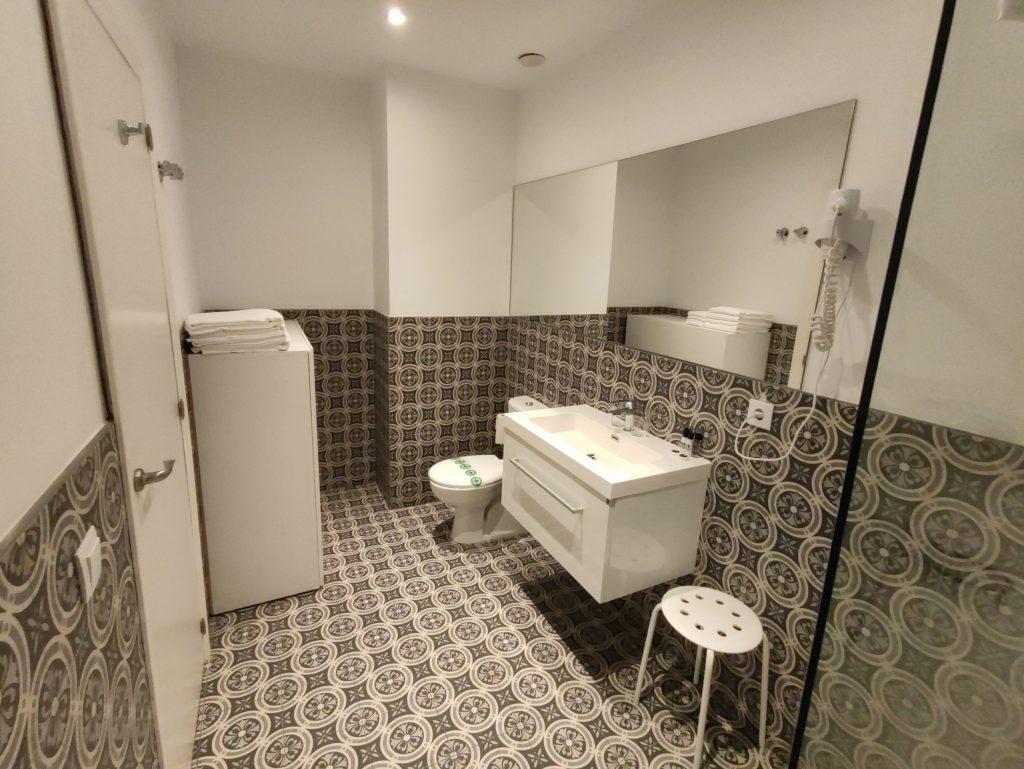 Toilet 306